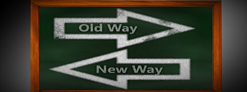 newway,oldwayと書かれた黒板