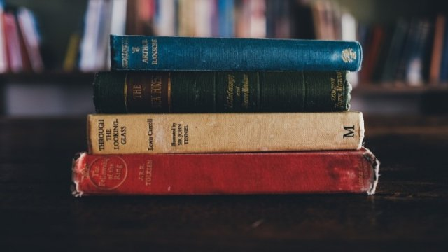 積み重ねられた本