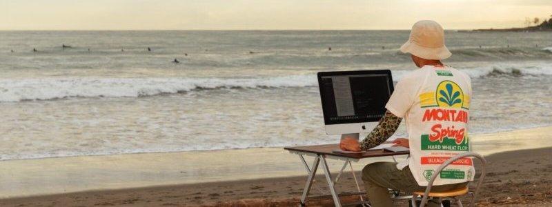 リスティング広告の運用準備をする人の画像