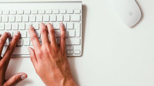 執筆をするWebライティング初心者