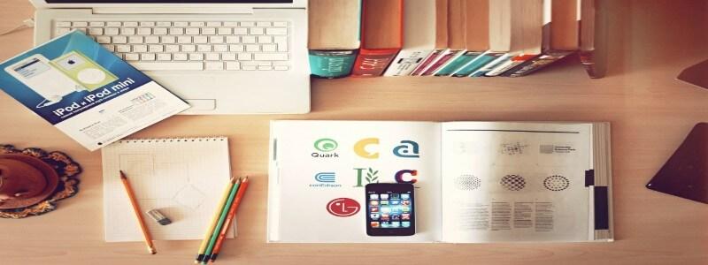 Webライティングの本とパソコン