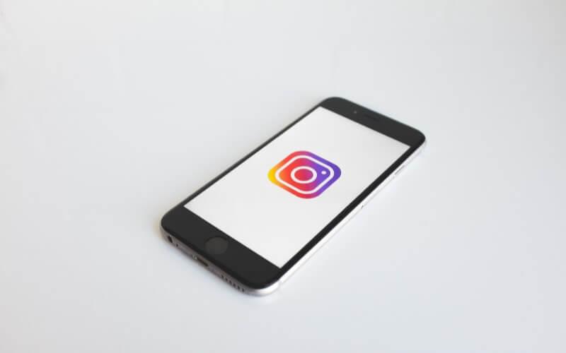 Instagram広告の出し方